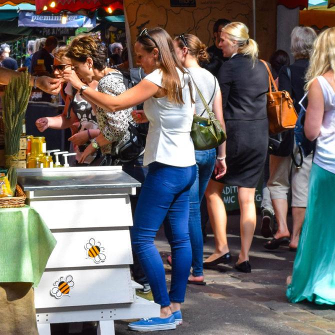 Stands de exhibición y venta en la Feria de las Flores