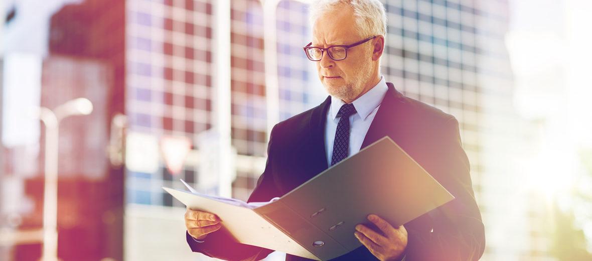 Tres niveles en la organización de la empresa: alta dirección, mandos medios, nivel operativo