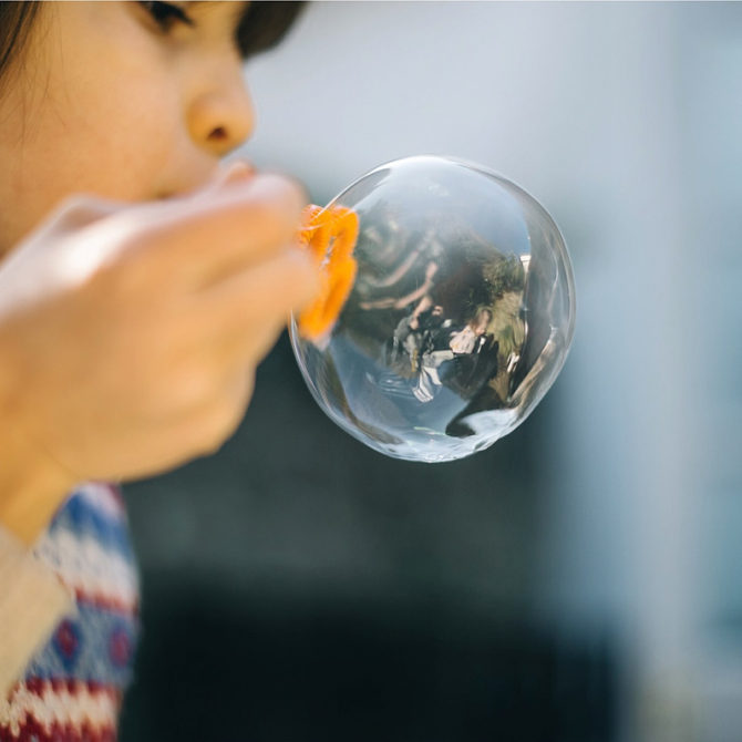 ¿Cómo hacer unas burbujas súper resistentes?