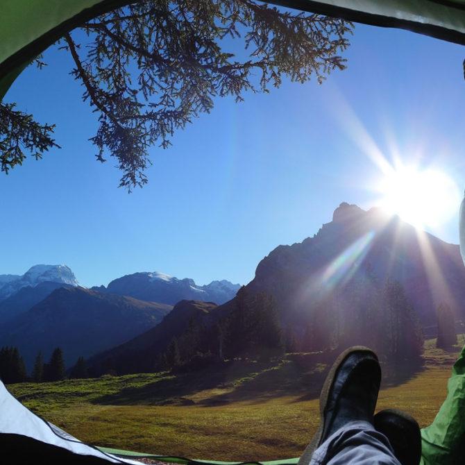 Sal a acampar con tu familia y amigos