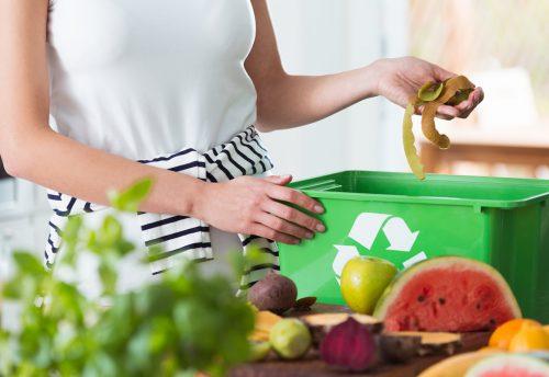 Cómo hacer composta en casa con residuos de alimentos