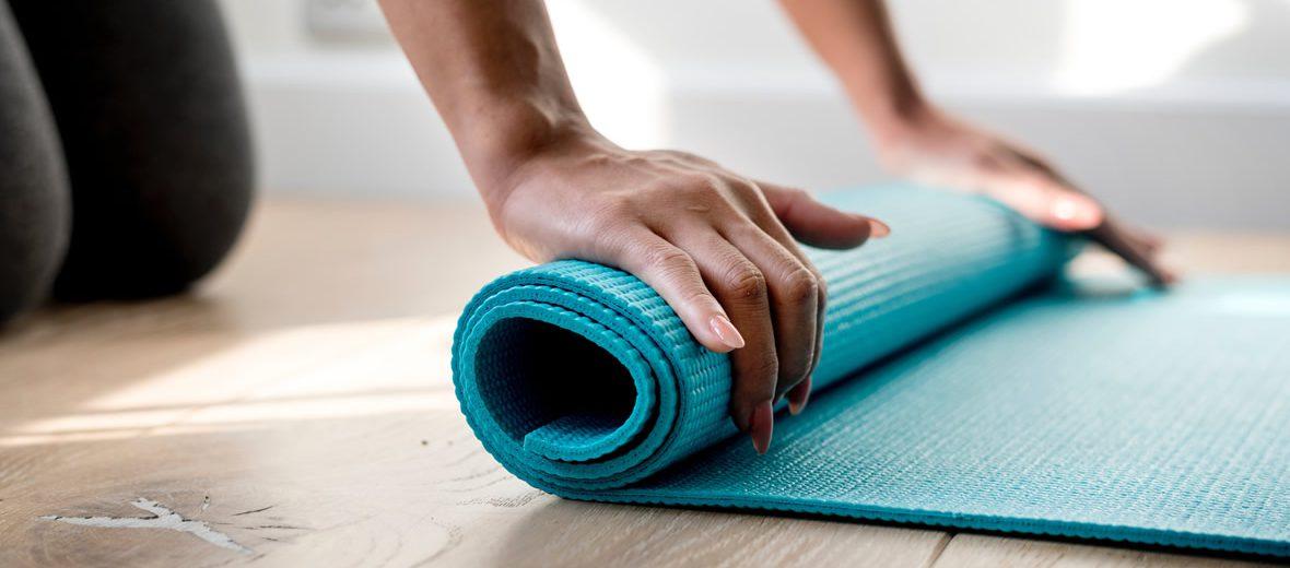 Conoce los beneficios de practicar Yoga aérea